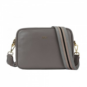 5023 PEBBLE LEATHER ZIP CAMERA BAG